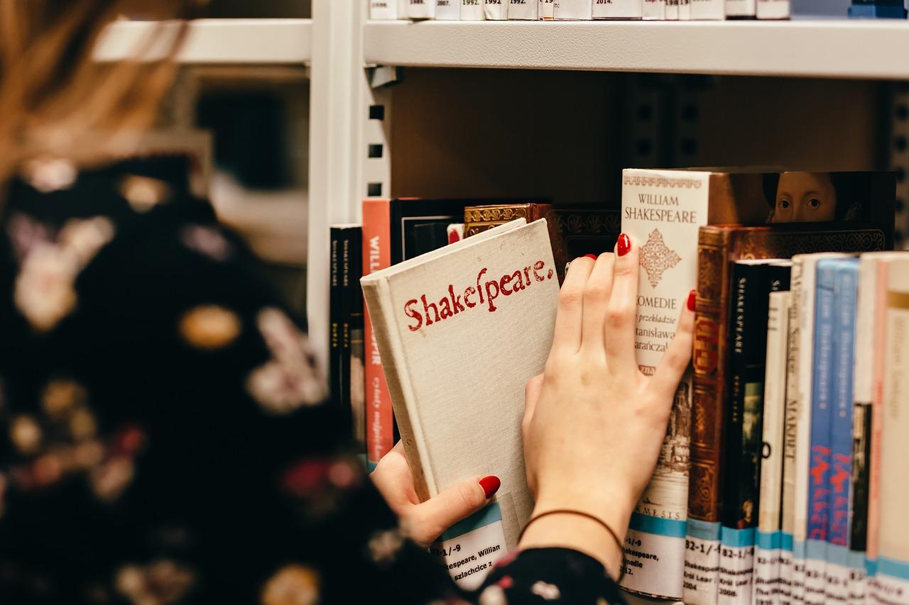 Mit olvasnak a könyvtárba járók?